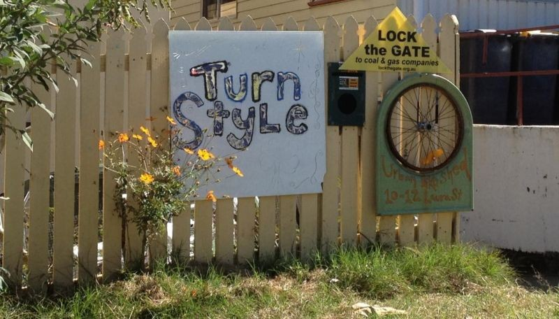 Turnstyle sign